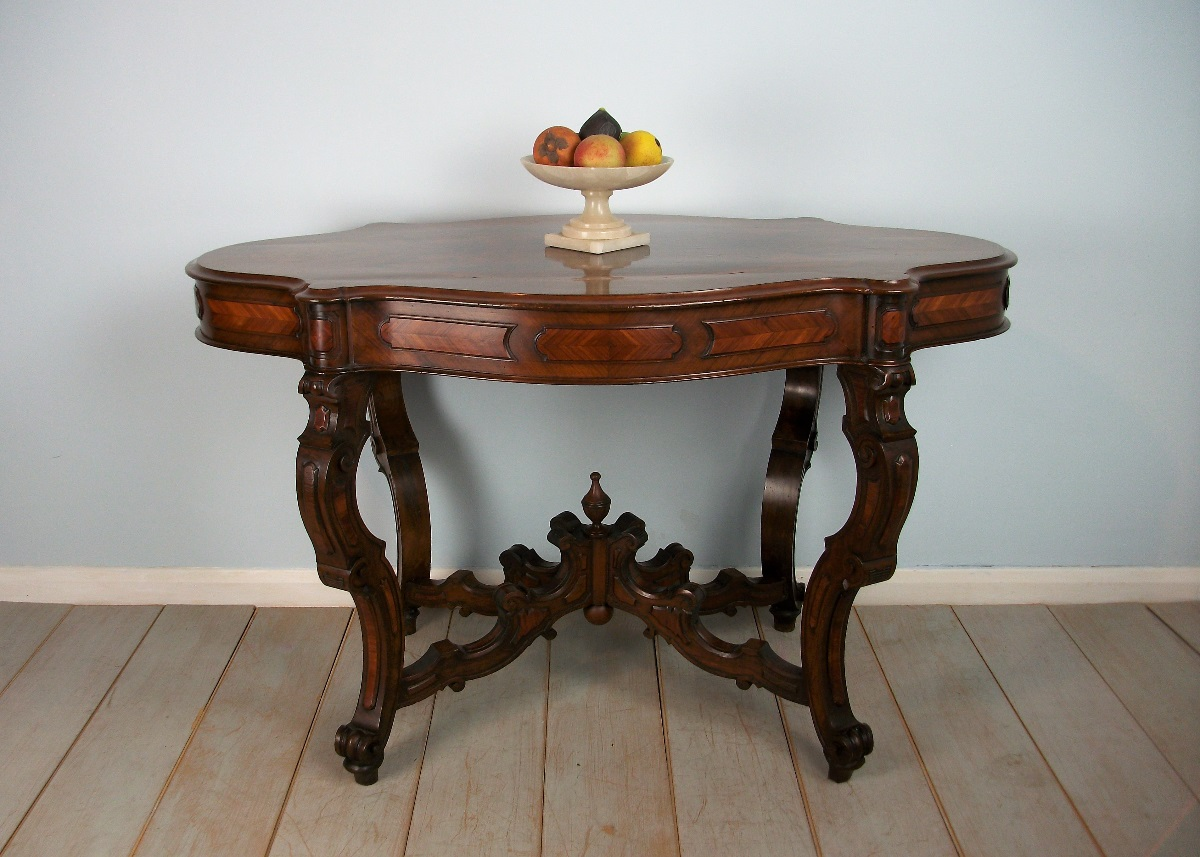 A very Fine 19th Century Italian Walnut Occasional Centre Table