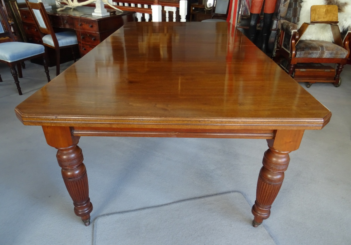 A Large Victorian Extending Wind out Walnut Dining Table (15).JPG