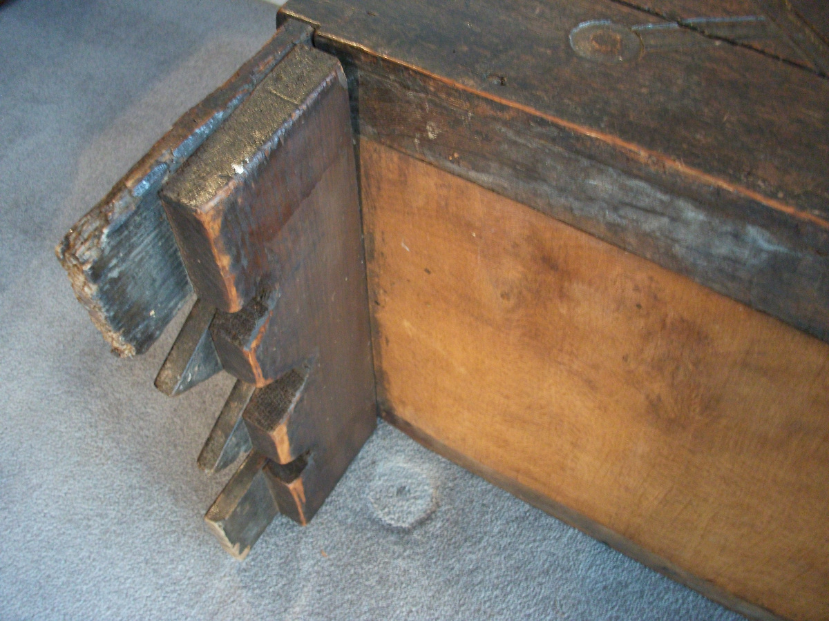 English 17th Century Sword or Rapier Six Plank Coffer