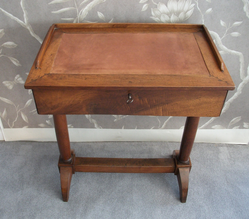 Italian small writing table