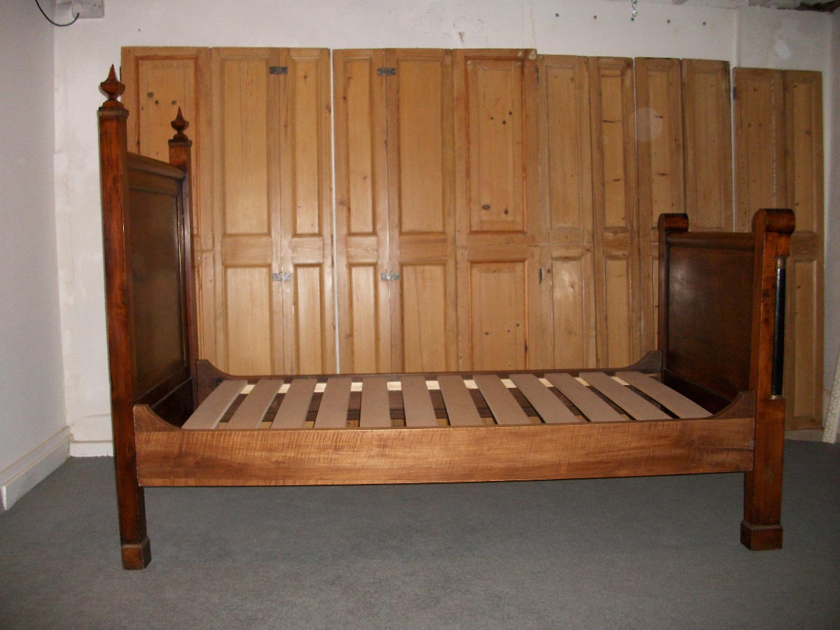 Antique Walnut Single Bed - slats details