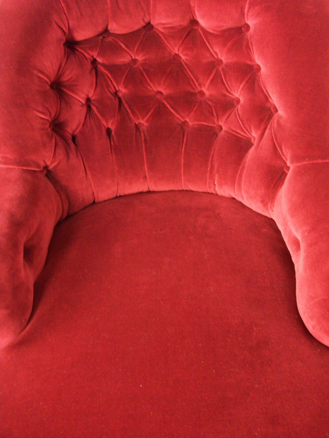 red velvet deep buttoned back chaise longue