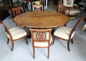 Early Victorian period walnut pedestal dining table