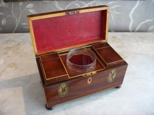ANTIQUE GEORGIAN MAHOGANY TEA CADDY